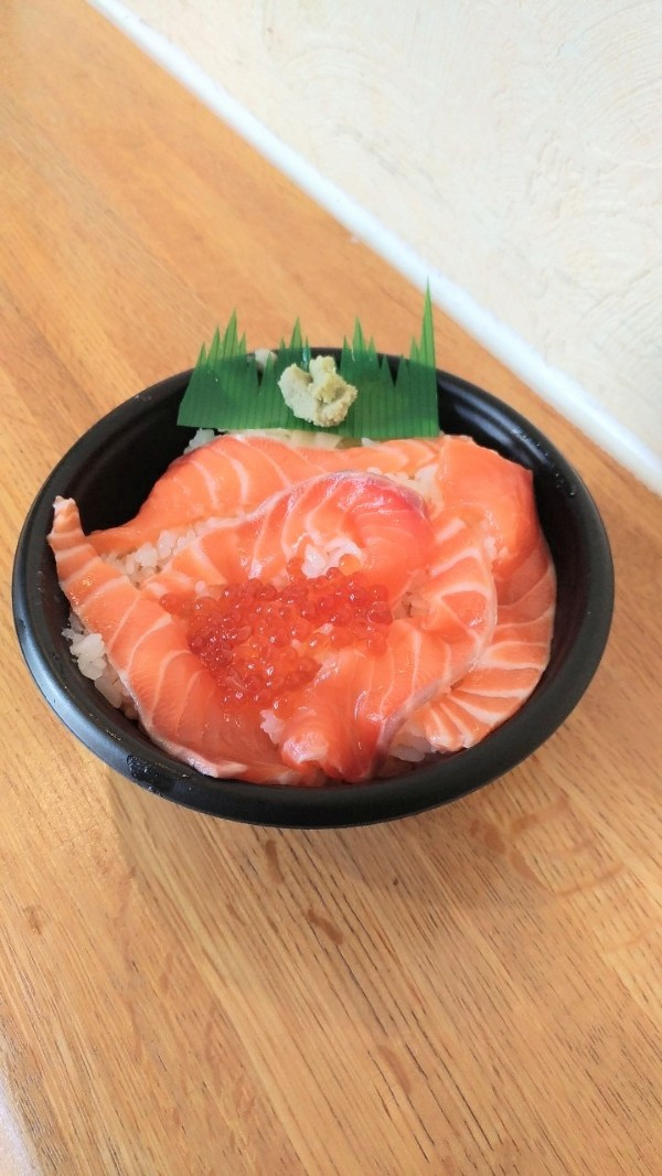 海鮮丼とお芋スイーツつくし
