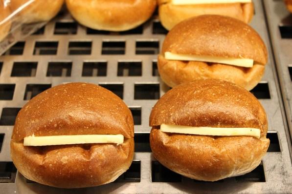 gout 菓子パン