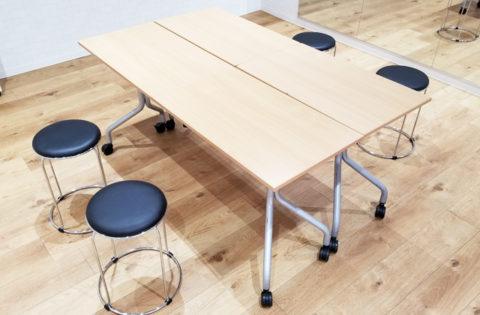 マナパークのテーブルとイス
