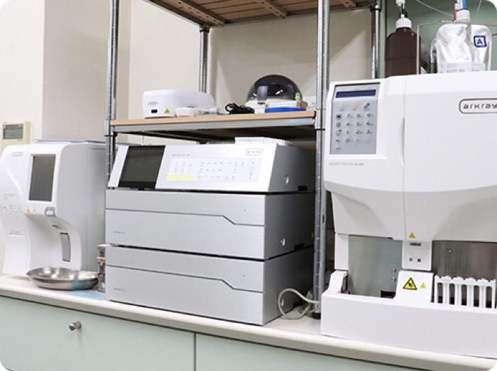 玉城クリニック 血液検査の機械 玉城クリニック 内視鏡 消化器内科 胃カメラ 大腸カメラ