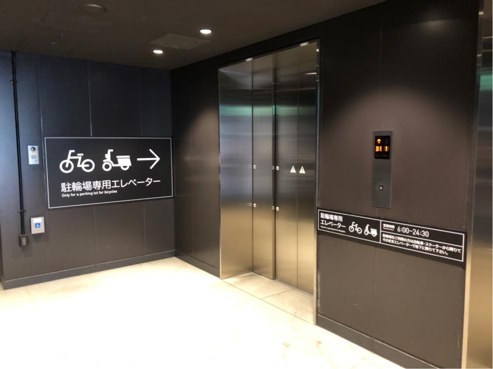グランフロント南館の駐輪場エレベータ