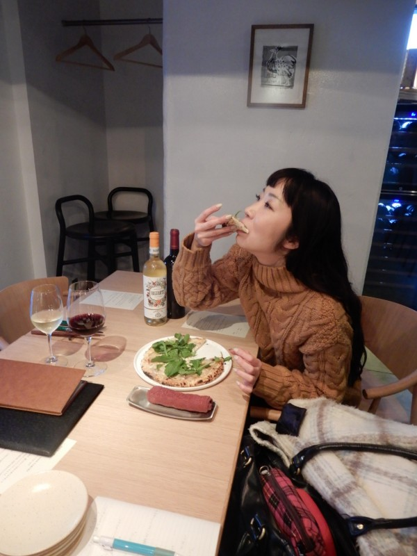MAKIBI ピザ 食べる